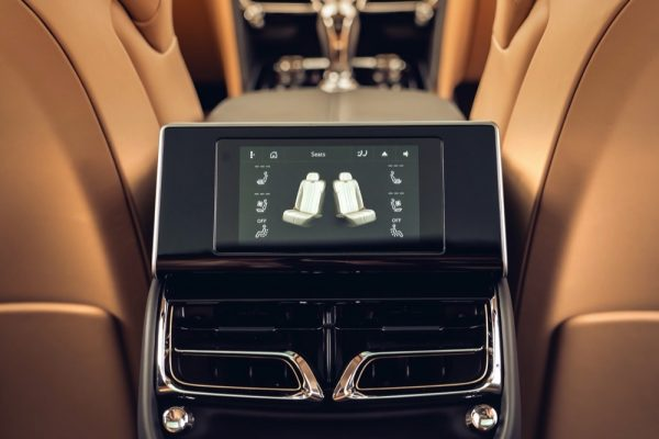 THE NEW FLYING SPUR IN DETAIL: TOUCH SCREEN REMOTE