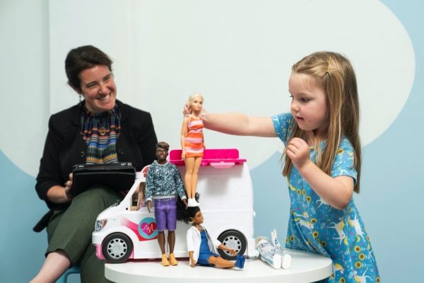 Newstudy shows that playing with dolls allowschildren to develop empathy