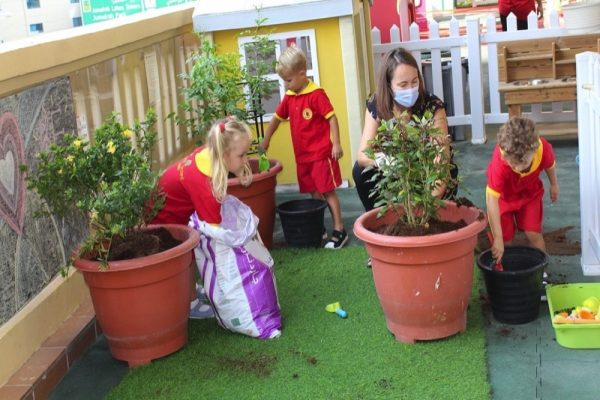 Children nurture Mother Earth to commemorate the World Kindness Day
